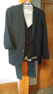 NEW 3 piece cashmere navy blue suit men's medium