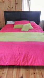 Ensemble de douillette presque neuve pour lit simple