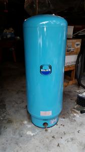 Wellrite WR240R water pressure tank - like new