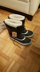 Men's Snow Shoes, size 12 USA - Brand NEW!