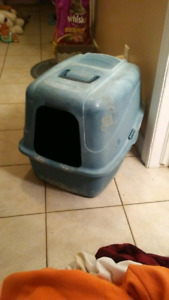 Cat litter box with dome