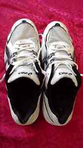 Asics Gel Rocket men's running shoes