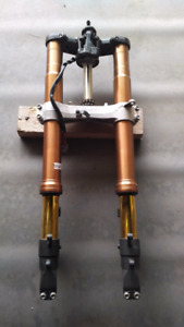 Suzuki GSXR 1000 front end forks and triple tree