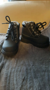 EUC toddler boots size 6