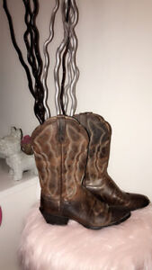 Woman's ARIAT Boots