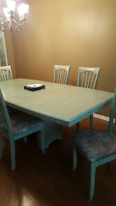 Dining room set. Table, Chairs, Hutch.