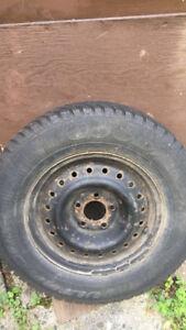 4 pneus hiver 215/70R15 avec rims