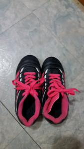 Size 1 Girl's soccer shoes $2