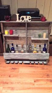 Bar à vin mural rustique