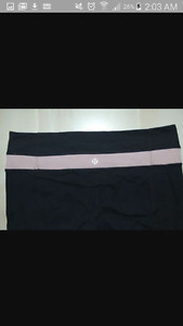 size 6 black reverseble lulu lemon pants
