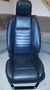 2005/06 Mustang seats (Leather C/W brackets to fit 1999 to 2004)