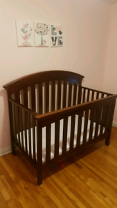 4 in 1 crib, matress and change table