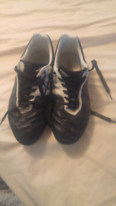Size 9 soccer cleats 20$ obo make a offer!