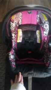 Beautiful new infant carseat  Kawartha Lakes Peterborough Area image 3