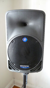 Mackie SRM350 Active PA speaker and stand