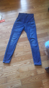 Size small maternity jeans.