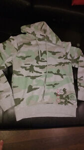 hooded bench sweater size small Cambridge Kitchener Area image 3