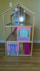 Awesome two sided Doll house! Kingston Kingston Area image 2