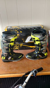 Used GAERNE SG-10 Boots