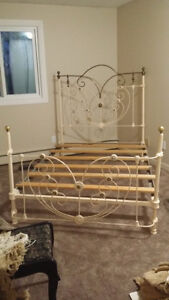 HEARTSHAPE ROMANTIC 1800's ANTIQUE BRASS & IRON 4 POSTER BED Vancouver Greater Vancouver Area image 8