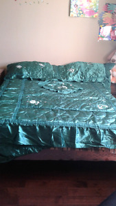 Bedskirt  with 2 pillow cases