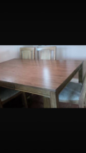 6 piece table with 4 chairs and 1 leaf in excellent condition