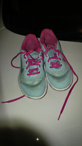 Ladies blue and pink NIKE shoes size 5.5