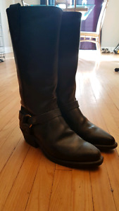 Ladies size 6 leather boot