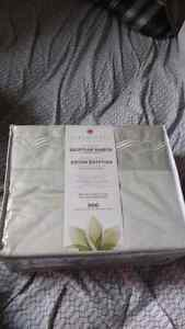 BRAND NEW Egyptian sheets  600 Thread queen fitted