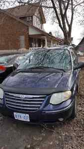 Chrysler town and country 2005,  $2000  OBO