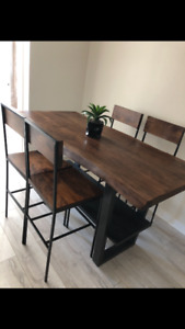 Beautiful wood dining room table and chairs for sale!