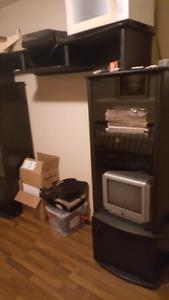Meuble de television et petite television