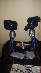Donjoy right and left kneebraces