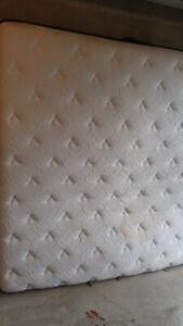 King size mattress (Kingsdown distinction Christie 2)