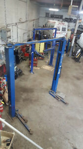 FORWARD 2 POST HOIST FOR SALE 9000LBS$2,500.00