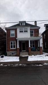 SUMMER SUBLET 5 min walk to QUEENS CAMPUS AND DOWNTOWN KINGSTON