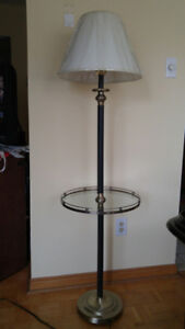 FLOOR LAMP WITH ACCENT GLASS TABLE TOP