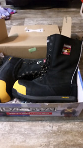Dakota Winter Boots brand new in box