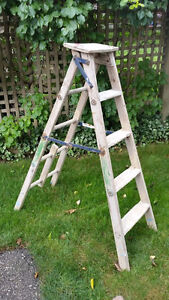 Sturdy Wooden 5' Construction Step Ladder