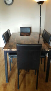Beautiful faux marble dinning table with 6 chairs Cornwall Ontario image 4