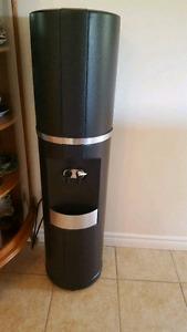 Machine à eau très propre noir