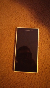 Xperia z1 phone unlocked cracked back but works perfectly
