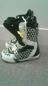 WOW!  LIKE NEW SNOWBOARD BOOTS.