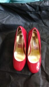 Steve Madden Womens Shoes size 7.5  (Red)