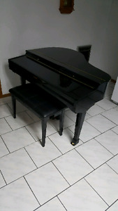 Suzuki mini grand piano HG-425e