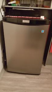 Mini frigo en stainless utilisé 4 mois
