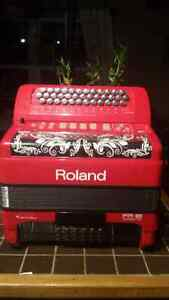ROLAND FR 18 DIGITAL ACCORDION LIKE NEW