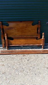 SOLID WOOD QUEEN SIZE HEADBOARD, FOOTBOARD AND SIDE RAILS;
