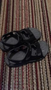 Boys Columbia Sandals - size 4