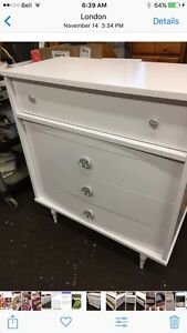 WHITE 4 DRAWER UPRIGHT DRESSER